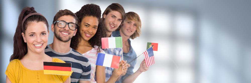 grupa przyjaciól różniacych innymi narodowosciami