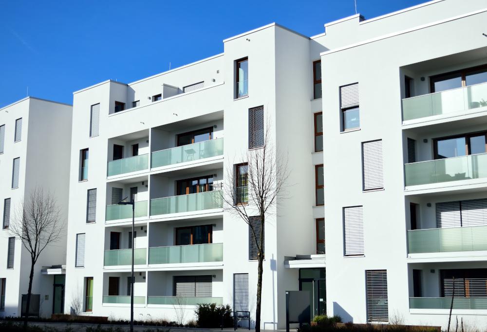 blok mieszkalny zawierający apartamenty do zamieszkania