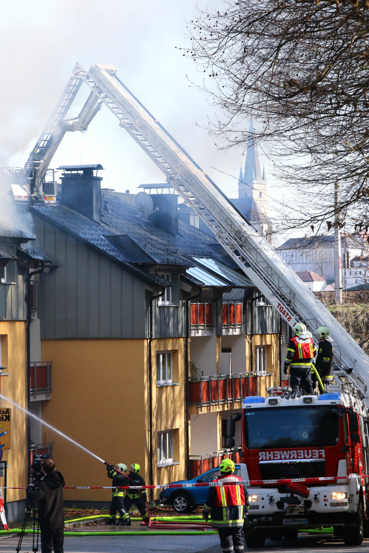akcja ratunkowa straz pozarna gasi pozar